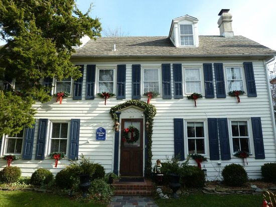 The Eldredge House: Front of the house at Christmas time
