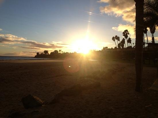 Four Seasons Resort The Biltmore Santa Barbara: Beach across the street at sunset