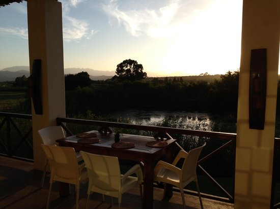 Rosendal Winery & Wellness Retreat: Sunset from the balcony at Rosendal restaurant