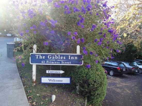 The Gables Inn Sausalito: Entrance Sign