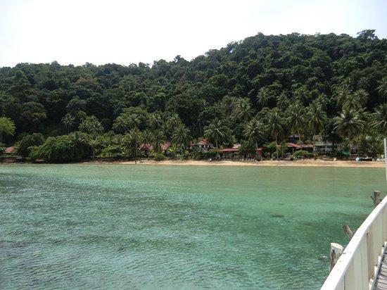 Koh Wai Pakarang Resort: der STrand vom Steg aus geshen