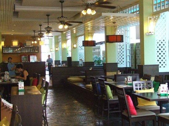 Mad Monkey Bangkok: Restaurant