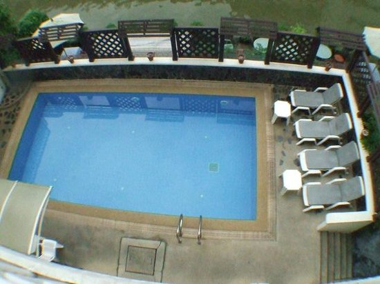 Bhiman Inn: Swimming pool