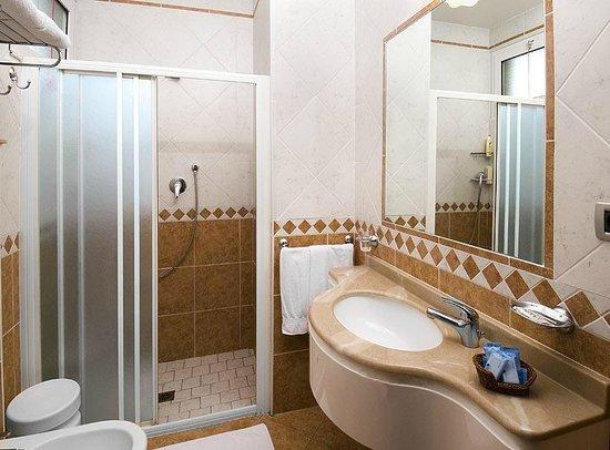 Hotel Savoia : Bagno Standard