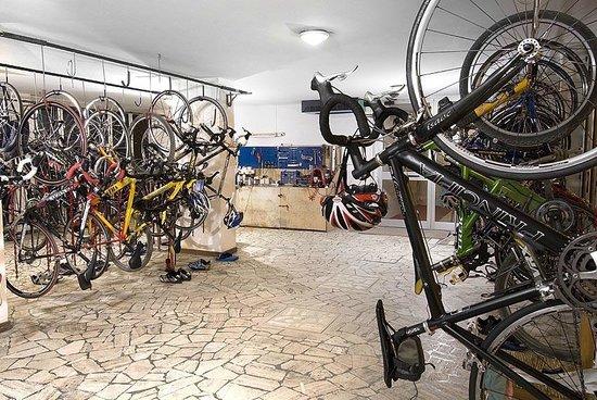 Hotel Savoia : Deposito Biciclette da Corsa