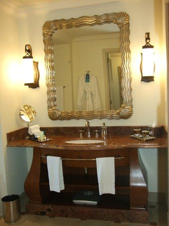 Atlantis, The Palm: Mirror, mirror on the wall