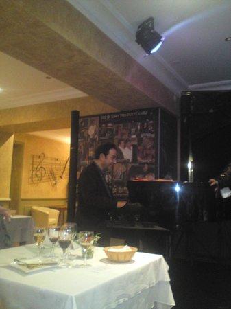 Restaurant les Platanes : Le Pianiste