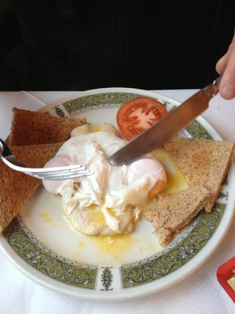 Halcyon Hotel: Fish breakfast with poached eggs