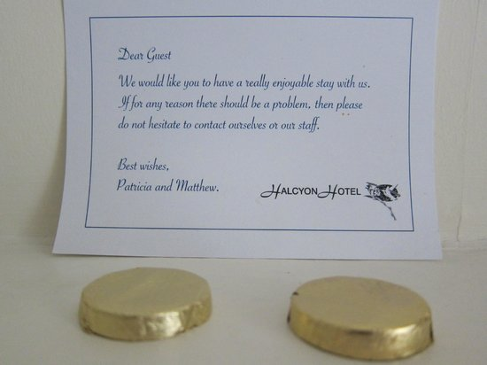 Halcyon Hotel: Welcome note and chocs