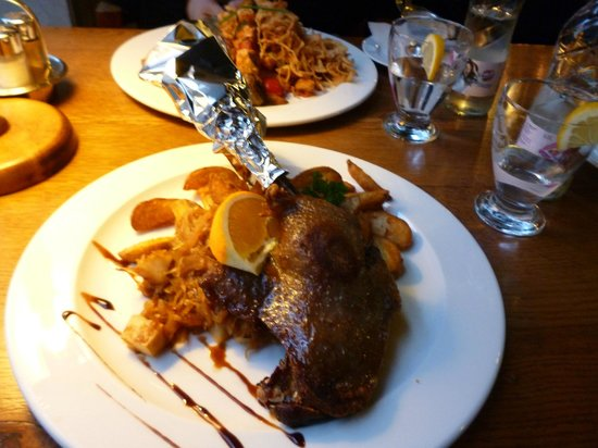 Stex House : goose leg with pear and champagne cabbage