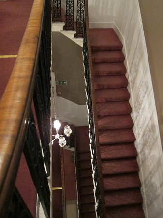 Halcyon Hotel: Main staircase