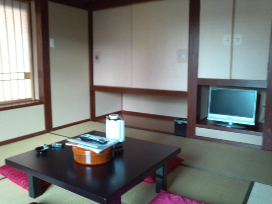 Mangetsu: 客室内