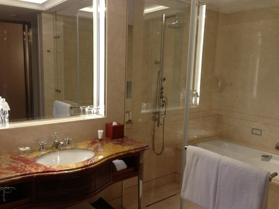 The Okura Prestige Taipei : Separate vanity and shower/tub area.