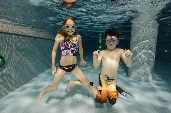 Familien- & Sporthotel Feldberger Hof: Unter Wasser