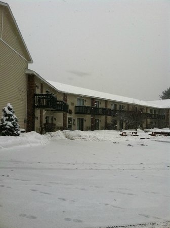 Clarion Inn & Suites: Let it snow!
