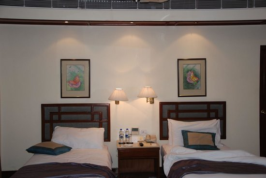 Vivanta by Taj - Ambassador, New Delhi: Inside view of the fourth floor room we stayed - No. 405