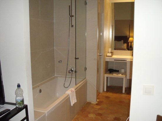 Boutique Hotel Can Cera: bedroom no 10 bathroom