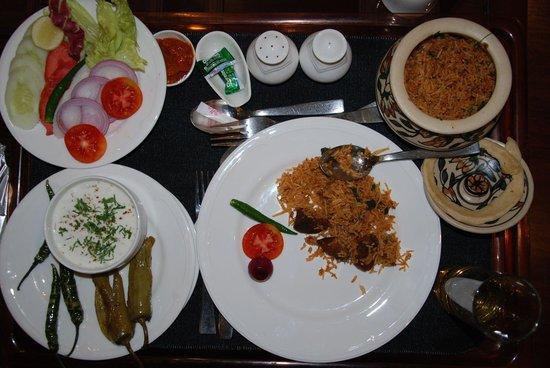 Vivanta by Taj - Ambassador, New Delhi: Dum Biryani - Yum!