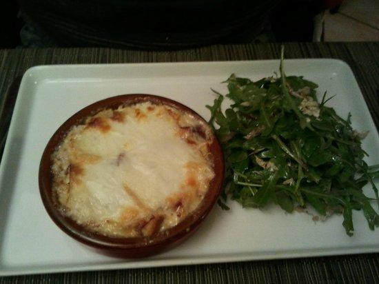 La Table de la Ramade: Cassolette de tomme ariègeoise (cazuela de queso)