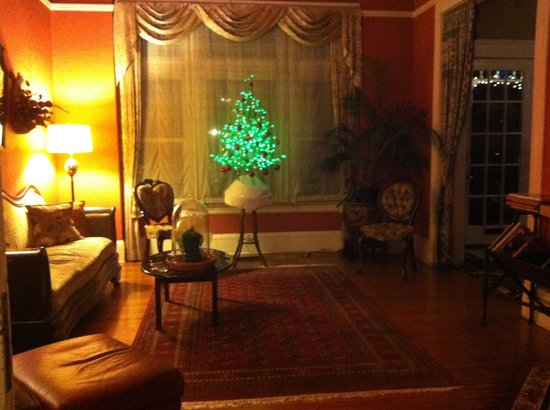 Keating House: Unique Xmas tree decorated by hosts