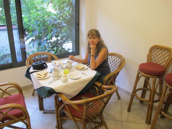 ستاليز هوتل: Desayunador