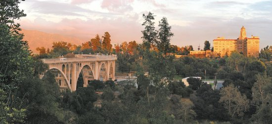 Pasadena Tour Company: The Colorado Bridge, Pasadena