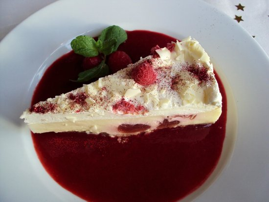 Churchill Tavern: White chocolate and raspberry cheesecake