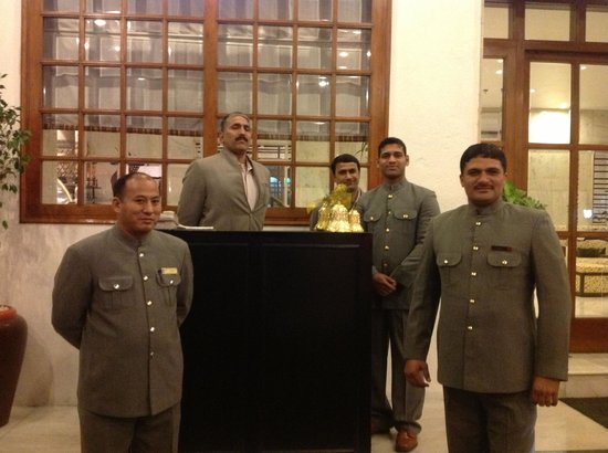 Vivanta by Taj - Ambassador, New Delhi: Helpful Staff at the Entrance
