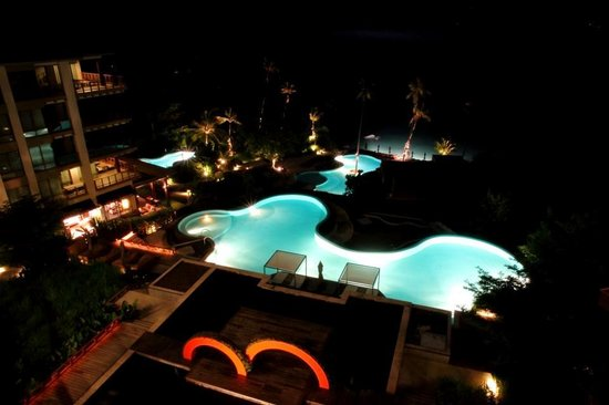 ShaSa Resort & Residences, Koh Samui: Shasa pools at midnight