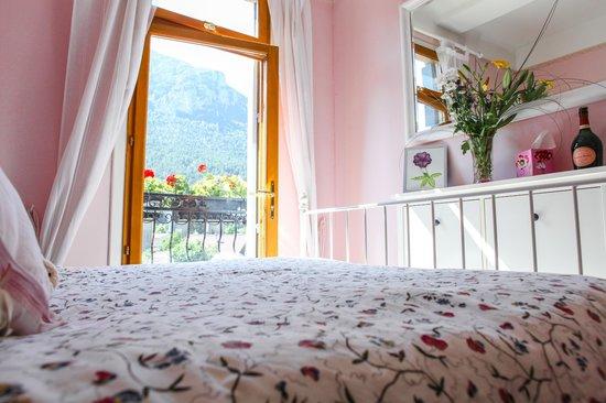 Aux Quatre Saisons: Chambre Rose (pink room)