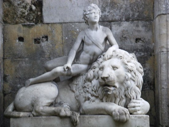 Musees et Domain Nationaux de Compiegne: jardins