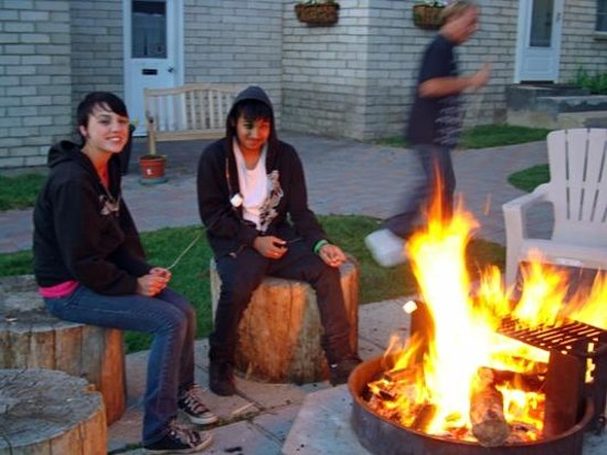 Lake Front Cabins: Evening campfire