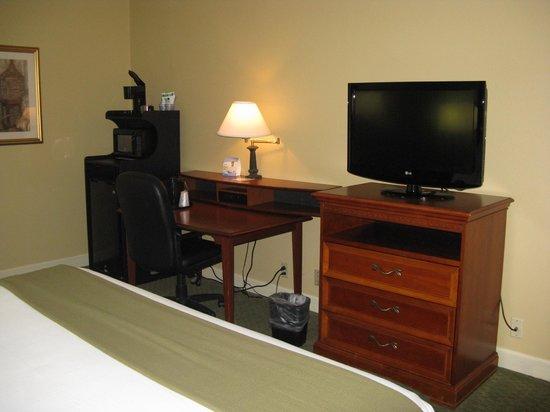 Holiday Inn Express Conover (Hickory Area) : King Room -- Holiday Inn Express, Conover, NC