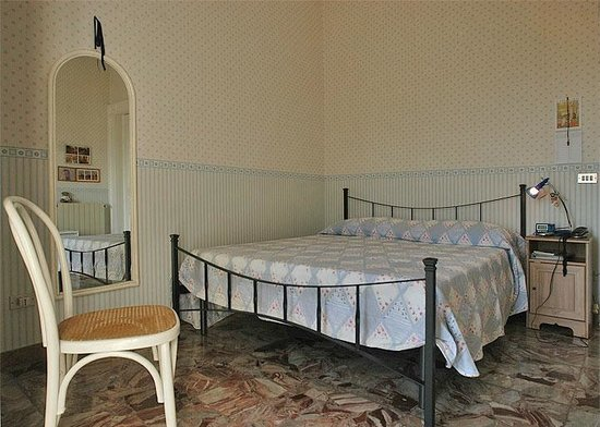 Casa Chiara : camera matrimoniale