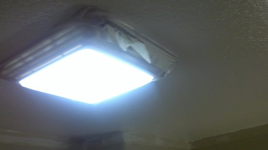 Country Inn & Suites By Carlson, Galveston Beach: This was the bathroom light held with tape