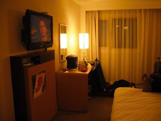 Novotel Birmingham Airport: Room