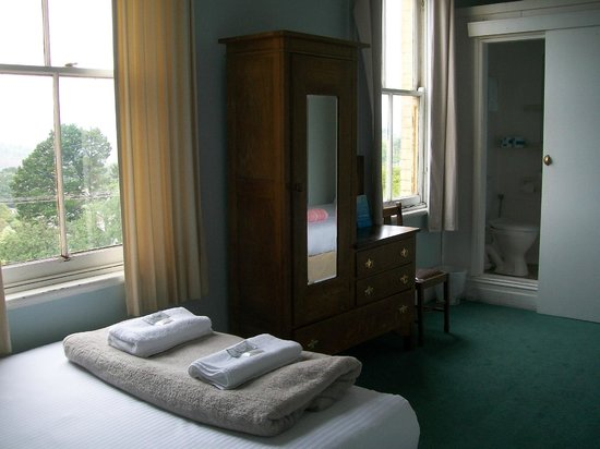 The Cecil Guesthouse: Double room with en-suite