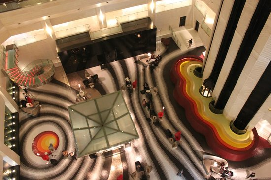 Le Meridien New Delhi: 70s Sci-fi disco party hotel!
