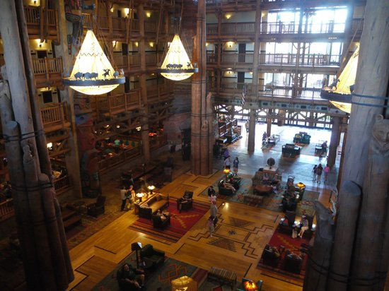 Disney's Wilderness Lodge: Lobby, usual decor