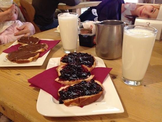 Latteria di Livigno: il latte come mai bevuto prima, e gli snack marmellata e nutella