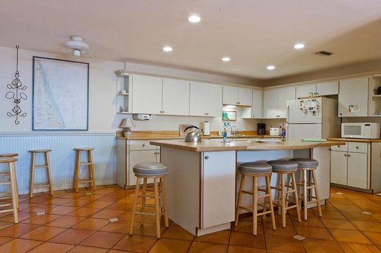 Beach Bungalow: Palms villa kitchen/great room