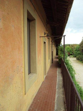Tenuta Pantano Borghese: Walkway to room