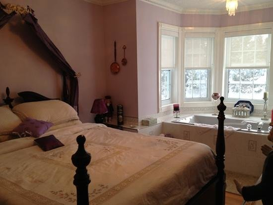 Hillview Haven Estate: Lovely British Room