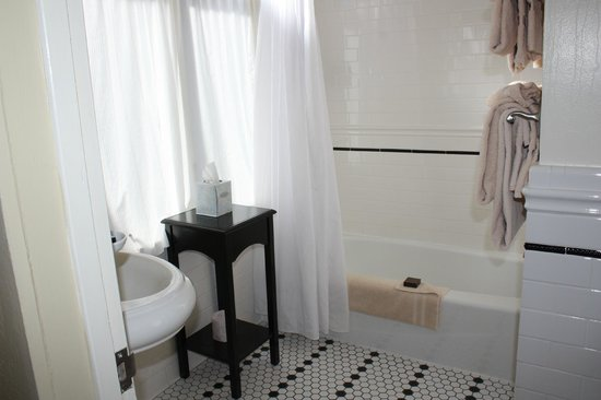 El Tovar Hotel: Badkamer