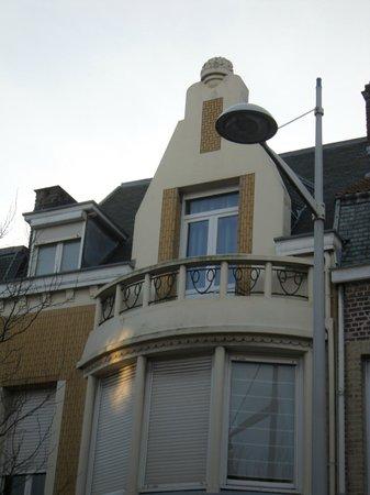 """L'Escale Malouine: chambre """"La Dune"""" vue de l'extérieur avec son petit balcon"""