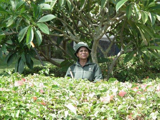 Maritim Resort & Spa Mauritius: Ooo Ooo our flower pot lady