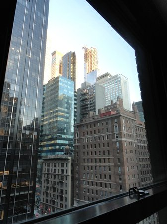 Warwick New York: 9th floor view from room facing 6th Avenue