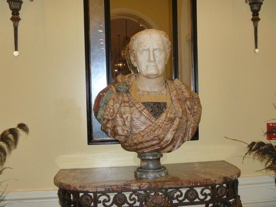 The Mills House Wyndham Grand Hotel: Bust in lobby.