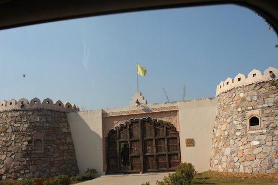 Lohagarh Fort Resort: Entrance