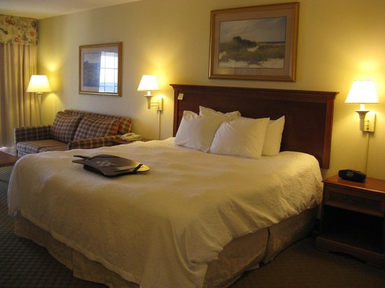 Hampton Inn & Suites Outer Banks / Corolla: King Bed -- Hampton Inn & Suites, Corolla, NC